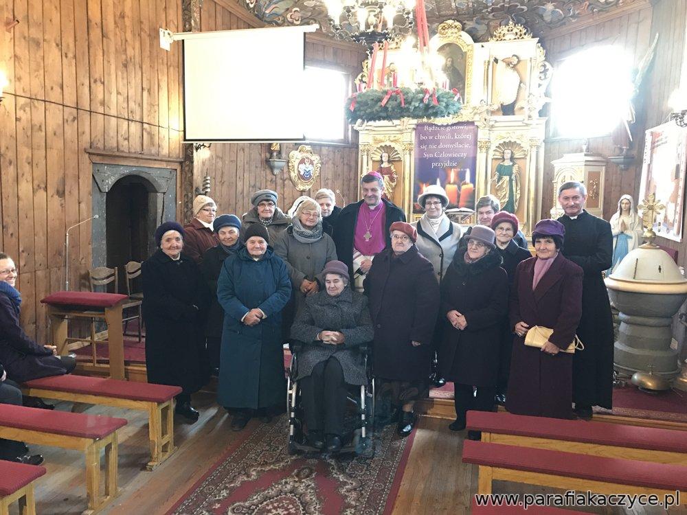 Grupa Żywego Różańca podczas spotkania z biskupem w 2016 r.